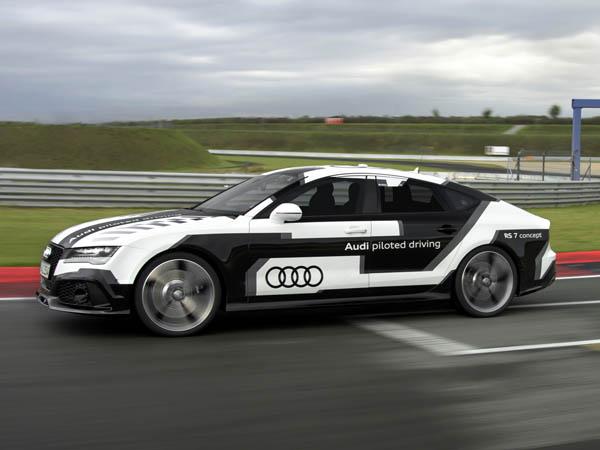 Audi RS 7: Robotpilóta