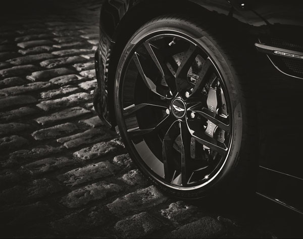 Aston Martin Vanquish Volante Carbon Edition